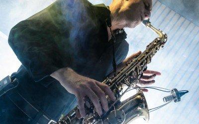 Saxofonist Arjan bij DJ & SAx
