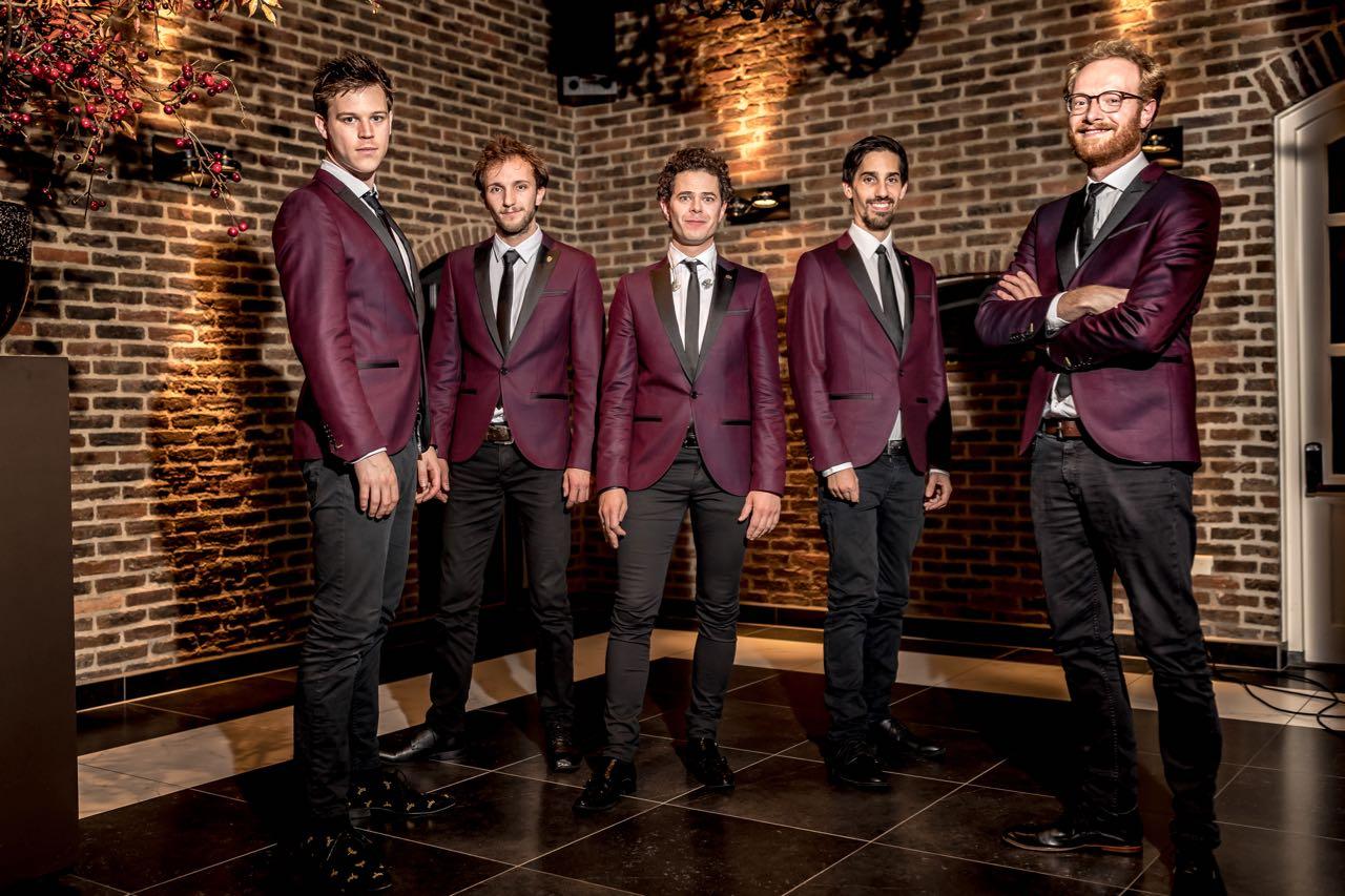 Kijken bij The Gentlemen boeken | Swinging.nl