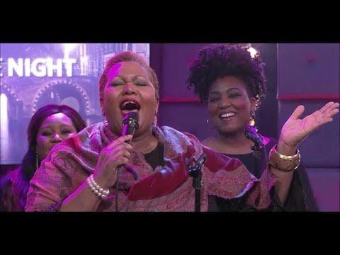 Joany Muskiet zingt 'Oh Happy Day'  - RTL LATE NIGHT