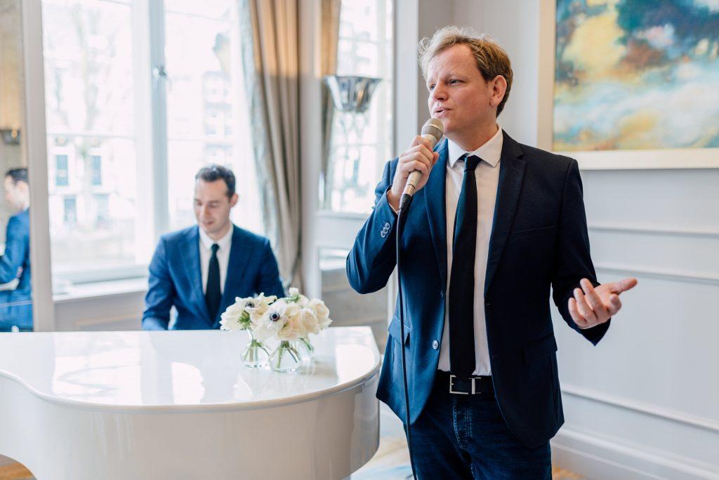 Trouwen in Amsterdam - Edwin Monteyn zanger ceremonie