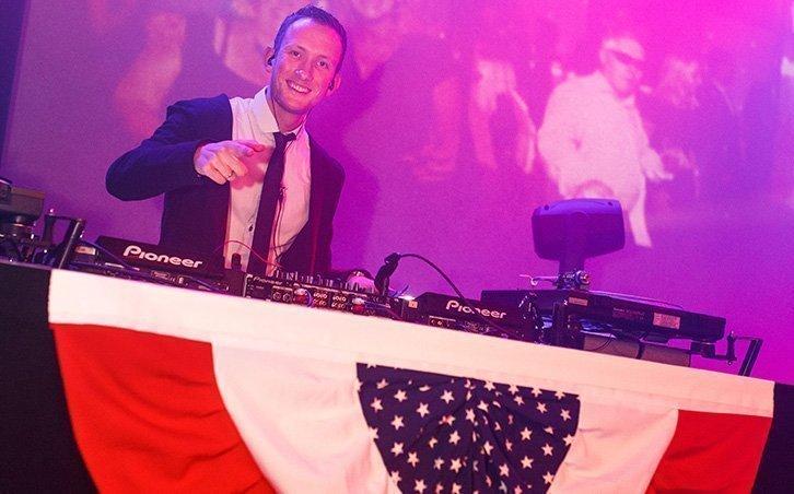 Bedrijfsfeest organiseren DJ Martijn   Swinging.nl